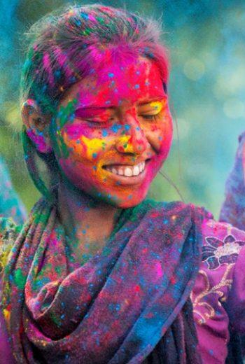 india for holi tour globe drifters